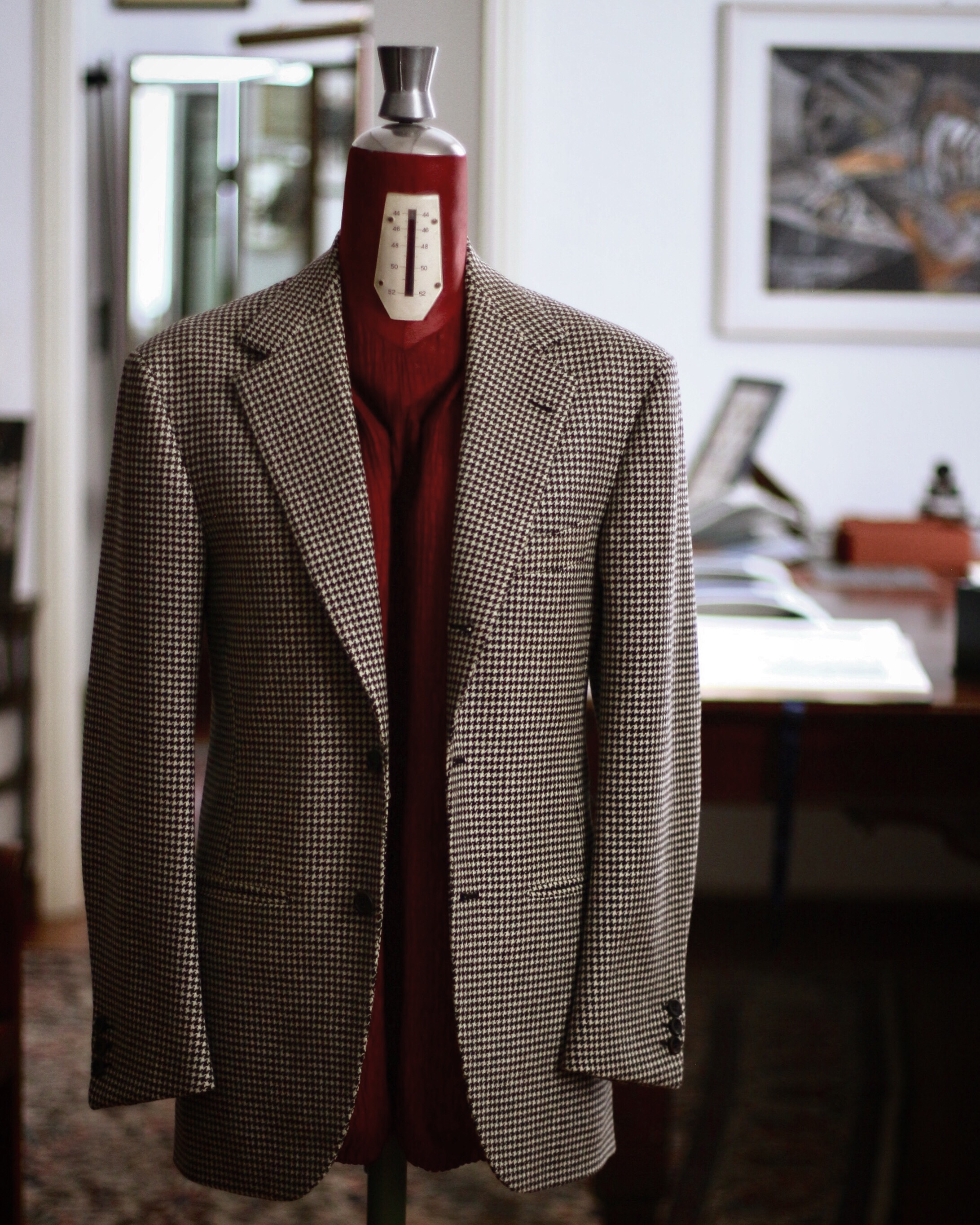BROWN HOUNDS TOOTH